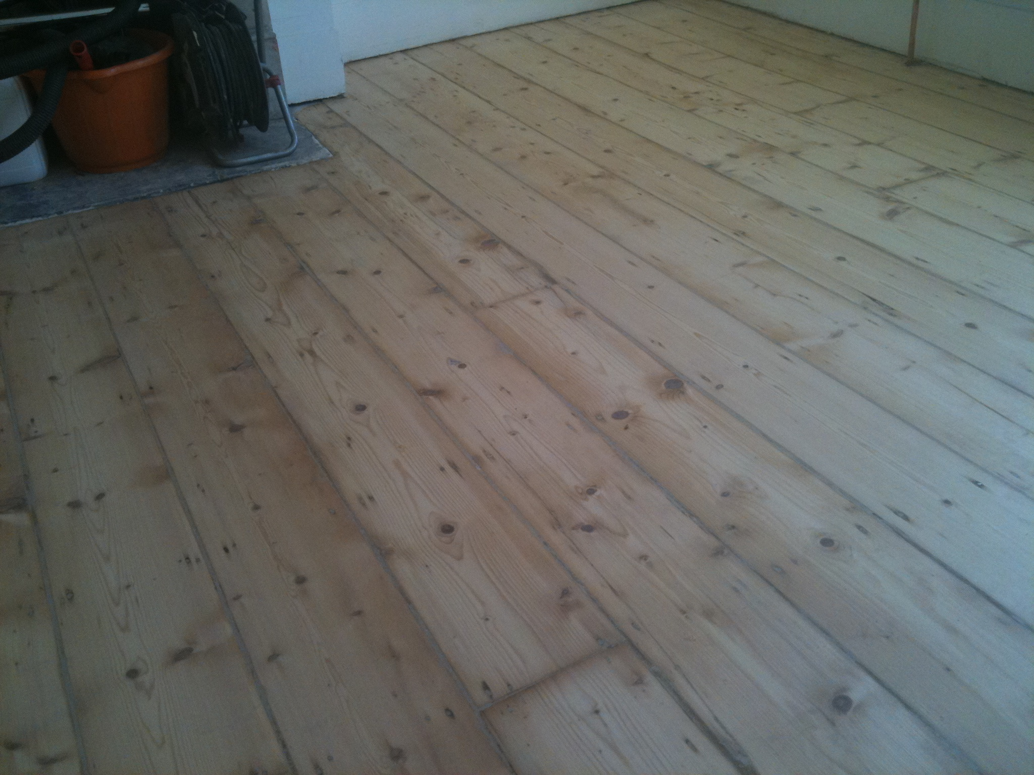Floor Staining And Gap Filling